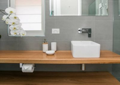 Cooks-Hill-Parkside-House-bathroom-1-1080x608