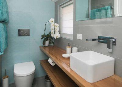 Cooks-Hill-Parkside-House-bathroom-2-1080x608