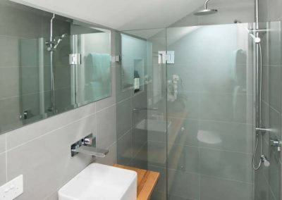 Cooks-Hill-Parkside-House-bathroom-3-1080x608
